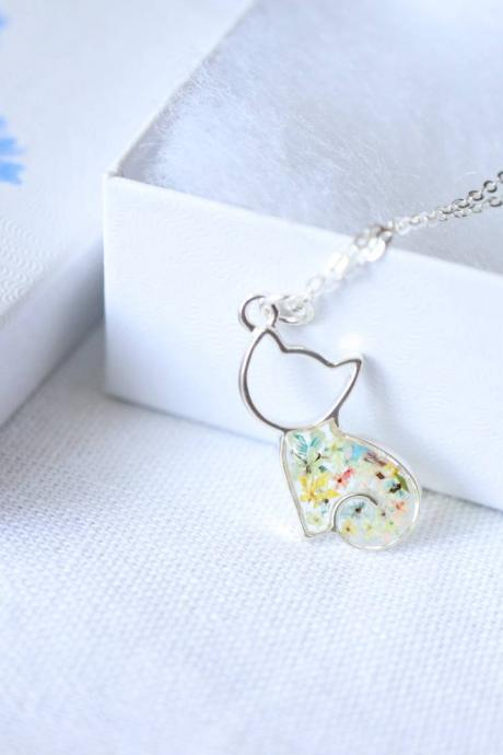 Queen Anne's Lace Necklace / Cute Nature Jewelry / Adorable Cat Necklace / 925 Sterling Silver Chain